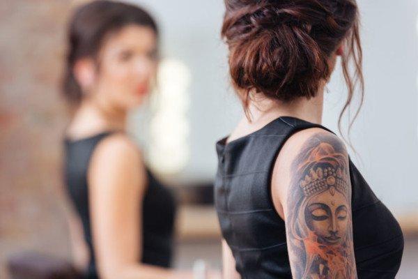 Infezioni e tumori cutanei dopo tatuaggio: chi paga?