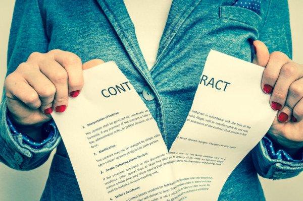 Cosa sono la sospensione e l'interruzione del contratto