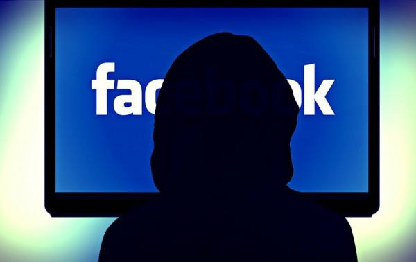 Come scoprire se un'email è stata inviata da Facebook