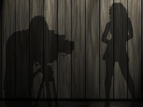 Fingersi fotografo per scatti di nudo: che si rischia?