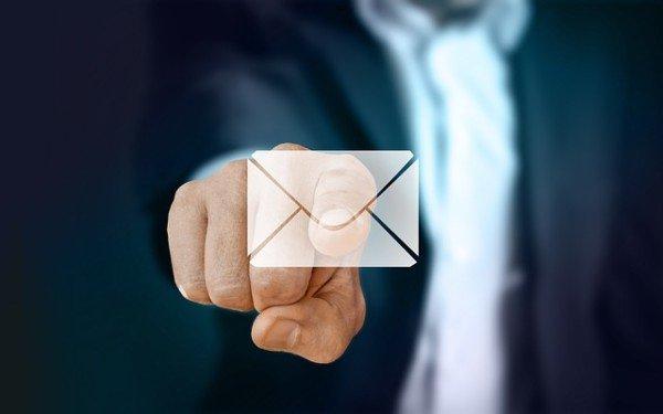 Si può licenziare con una email?