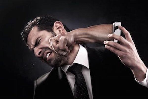 Minacciare in chat di picchiare qualcuno: si può denunciare?