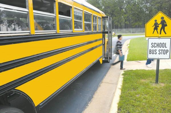 Scuolabus: deve aspettare i genitori alla fermata?