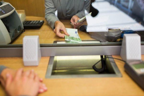 Come cambiare banca per accredito stipendio