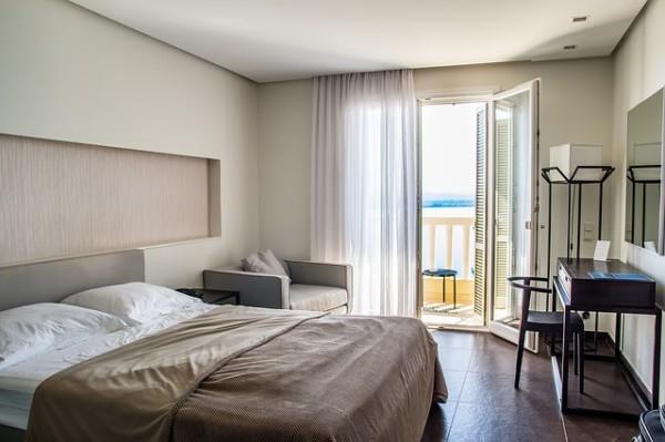 Oggetti personali spostati in hotel: è violazione della privacy?