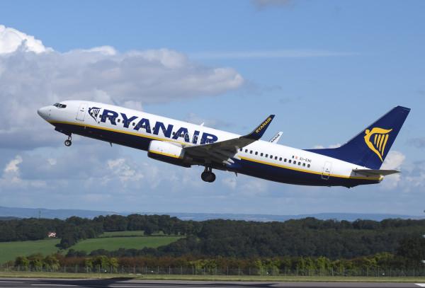 Ryanair: no al bagaglio a mano gratuito in cabina