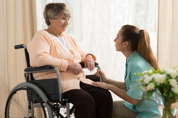 Agevolazioni e contributi per assistenza familiari anziani e disabili