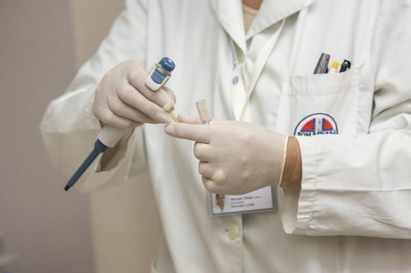 Cosa prevede la legge 104 per i lavoratori sieropositivi
