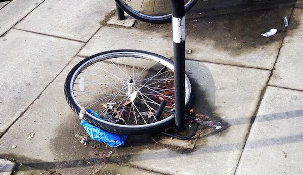 Se un ladro vuol rubare la mia moto o la bici posso picchiarlo?