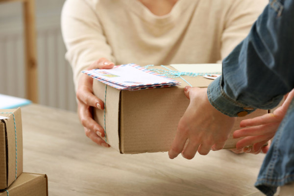 Come ritirare pacco postale senza carta d'identità