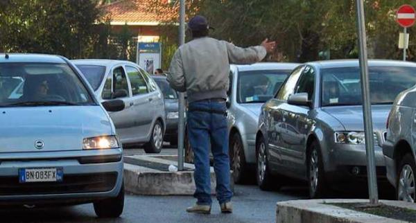 Si può denunciare il parcheggiatore abusivo?