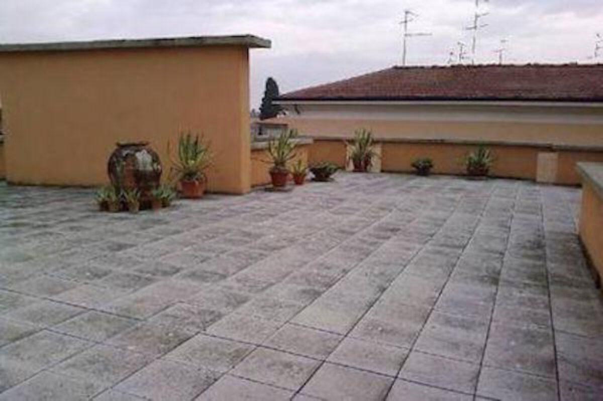 Tende Da Sole Tetto Spiovente lastrico solare: cosa si può fare sul tetto di casa?