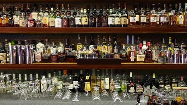 Bevande alcoliche ai minori di 16 anni: chi ne risponde?