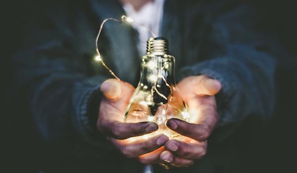 Bolletta luce non pagata: dopo quanto staccano la corrente?