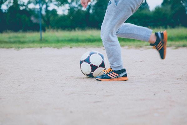 Cortile condominiale: i bambini possono giocare a pallone?