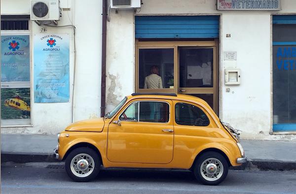 Parcheggi a pagamento a lato della strada: sono legittimi?