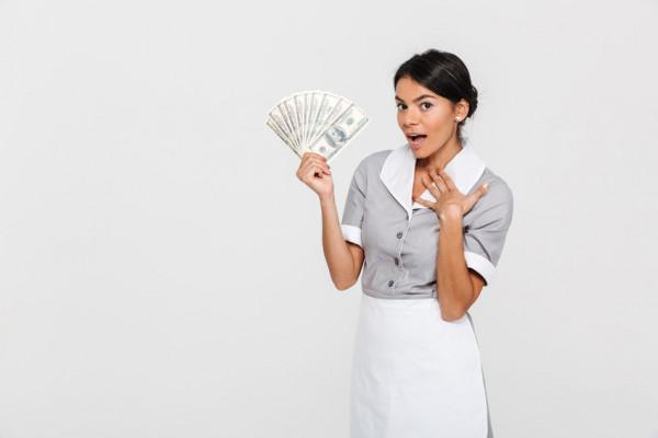 Posso pagare la colf in contanti?