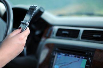 Cellulare alla guida: punti, sanzioni e contestazione