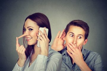 Fare ascoltare una telefonata da cellulare è lecito?