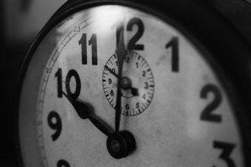 Arrivare tardi al lavoro: rischi e sanzioni