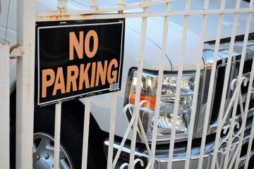 Posso parcheggiare davanti ad un cancello senza passo carrabile