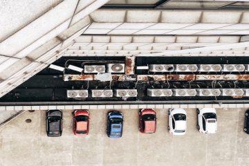 Parcheggiare in una strada condominiale privata: ci sono multe?