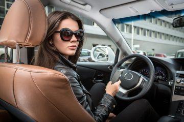 Posso intestare la macchina a mia moglie?