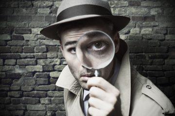 Spiare il cellulare è reato: le sentenze