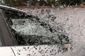 Come tutelarsi dalle multe in caso di vetro rotto dell'auto