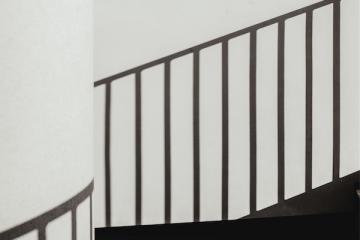 Spese condominiali per luce e pulizia scale: come si dividono?