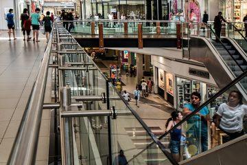 Domeniche: centri commerciali e negozi chiusi
