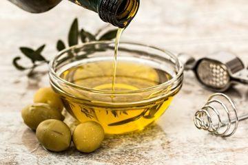 L'olio d'oliva fa bene, ma a qualcuno di più