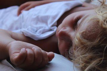 Perché il bambino chiede l'acqua prima di andare a letto?