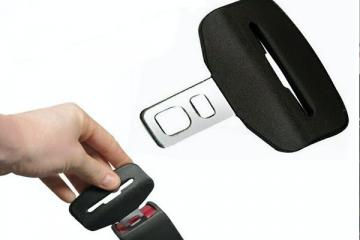 Gancio cintura di sicurezza per bloccare l'allarme: è legale?