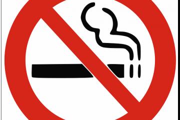 Multa per chi fuma alla guida