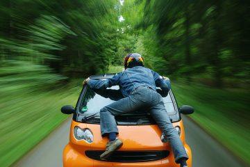 Si può guidare senza patente se c'è una necessità?