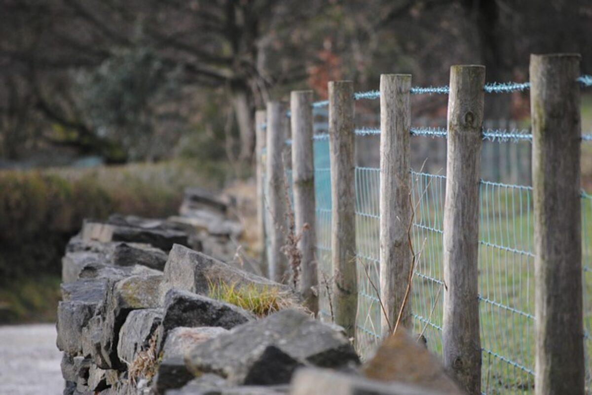 Recinzioni Per Giardino In Cemento.Edilizia Cosa Serve Per Realizzare Un Muro Di Recinzione
