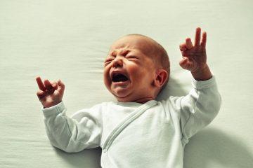Coliche neonato: sintomi, cause e rimedi