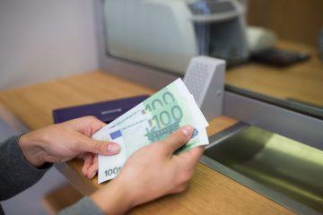 Bonifico allo sportello: c'è un controllo sui soldi?