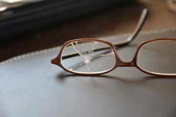 Aggressione a persona con occhiali