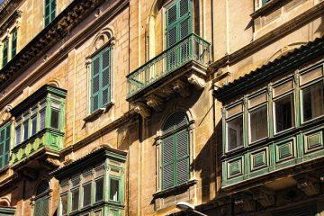 Balconi aggettanti: chi risponde dei danni per cattiva manutenzione