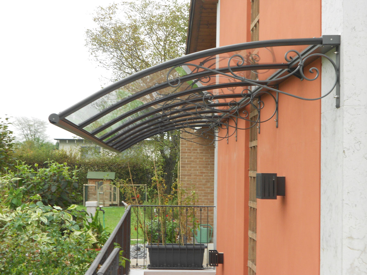 Si può mettere una tettoia sul balcone?