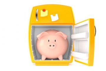 Ecco quanto costa tenere i soldi sul conto o sotto il materasso