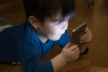 Come proteggere i propri figli dall'abuso di smartphone