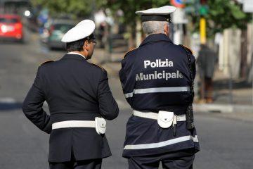 Cosa aspettarsi quando si esce con un poliziotto