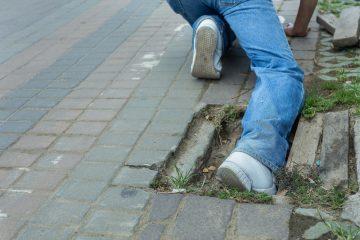 Risarcimento danni caduta marciapiede