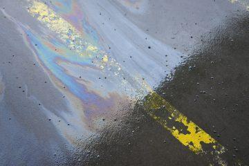 Macchia d'olio sulla strada: ultime sentenze