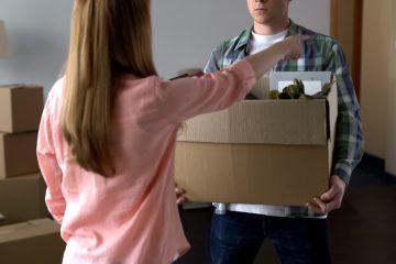 Ex marito entra nella casa assegnata alla moglie