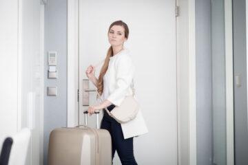Lasciare casa e coniuge: quali conseguenze?