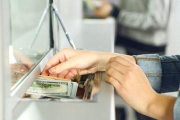 Versamento contanti su conto corrente bancario